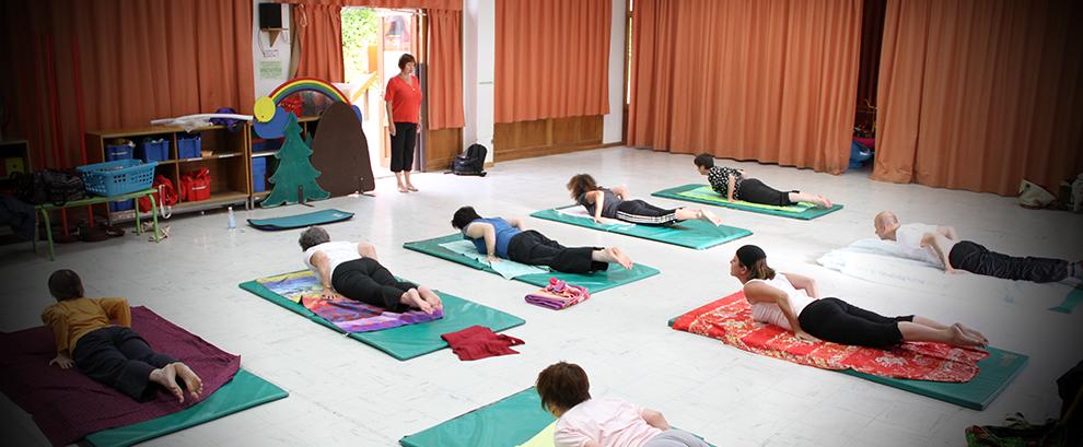 Un cours de yoga à Pantin